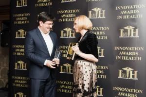 ministrul Banicioiu premiat de Alexandra Manaila la Gala MSC2 mica