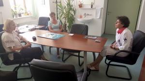 Prof. Anca Lupu,Georgeta Ionescu si Alexandra expozitie sp Coltea